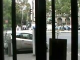 Badivé azui lumbe lumbe devant les policiers incrédules
