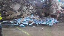Destruction de 3300 saladiers potentiellement cancérigènes par les douanes du Havre. (Images : Douanes)