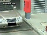 Blonde pas blonde a la sotie d'1 parking