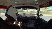 juliensaxo1600 en caméra embarquée à bord de son saxo 16V F2000 blanc et rouge, le 1er Septembre 2013 sur le circuit vitesse du Pole Mécanique d'Alès, lors des journée portes ouvertes à la session de 14h.