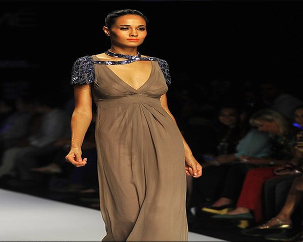 Hot model flaunts a creation by designer Komal Sood