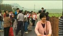 """Arrivée en fanfare du canard gonflable géant """"Rubber duck"""" à Pékin"""