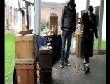 Flandre : deux marionnettistes dans les écoles