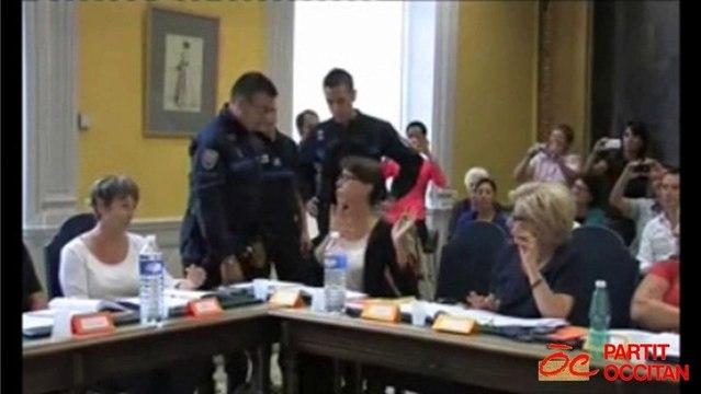 """L'extrême droite à Orange : la police municipale priée de """"dégager"""" une élue de l'opposition"""