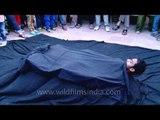 Thrilling Street Magic levitation at Dilli Haat Magic Fest