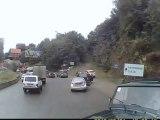 Les freins d'un camion lâchent en pleine descente.. SPEED!!