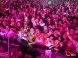 Green Day - Billie Joe toma fotos @ Festival Nem-Catacoa [10.10.10] (Billie Joe takes pictures)