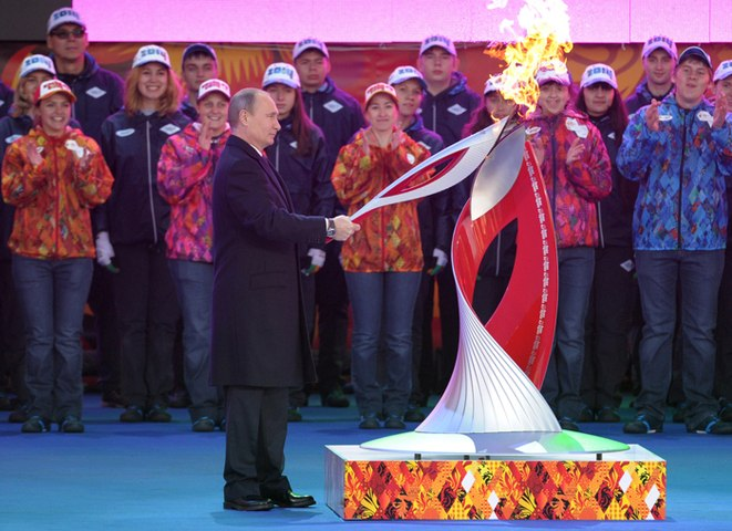 Moscou accueille la flamme olympique