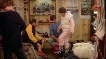 """Essayage chaussure de ski version """" les bronzés font du ski """" de Patrice leconte   1979 Studio Canal"""