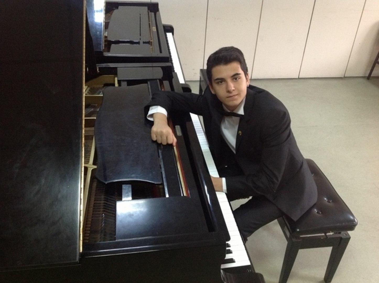 Ben Yürürüm Yane Yane Yunus Emre Vokal:OYA Piyano İle Senfonik İlahi Resitali Yakartepe Söyleyen Şan