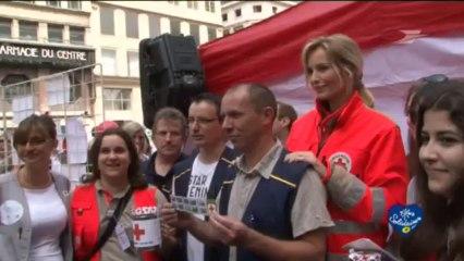 Découverte du timbre Croix rouge 2013 avec Adriana Karambeu / Groupe La Poste - Tous formidables - Tous solidaires
