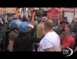 Roma, al corteo i momenti di tensione con Casapound -VideoDoc. Esponenti di estrema destra con caschi in testa e bastoni in mano