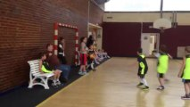 Les poussins de l'AS Gauchy, dont Nathan, jouent au basket au gymnase Delaune