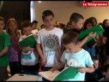 Paimpol (22). Des écoliers chantent Brassens