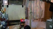 Un robot effectue un triple saut depuis une barre