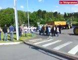 Brest. Les agriculteurs bloquent le centre commercial Carrefour