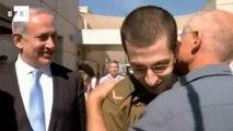 Soldado israelense reencontra a família após libertação.