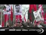 In migliaia a Mosca chiedono libertà per prigionieri politici. Manifestazione contro la repressione di Vladimir Putin