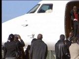 Ex-otages d'Arlit: l'arrivée des otages à la base aérienne - 30/10