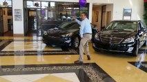 Ce vendeur de voitures hyundai danse comme un pro... surtout le Robot...