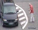 Coup de tête vs vitre de voiture