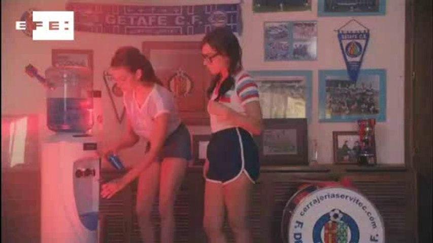 Clube espanhol lança polêmica campanha para atrair sócios com nudez e sexo.