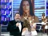 Glória Pires recebe Troféu de Cléo Pires no Faustão - 2005