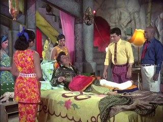 Ninaithathai Mudippavan - MGR advised to take bed rest