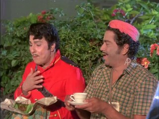 Ninaithathai Mudippavan - MGR meets Thengai Srinivasan