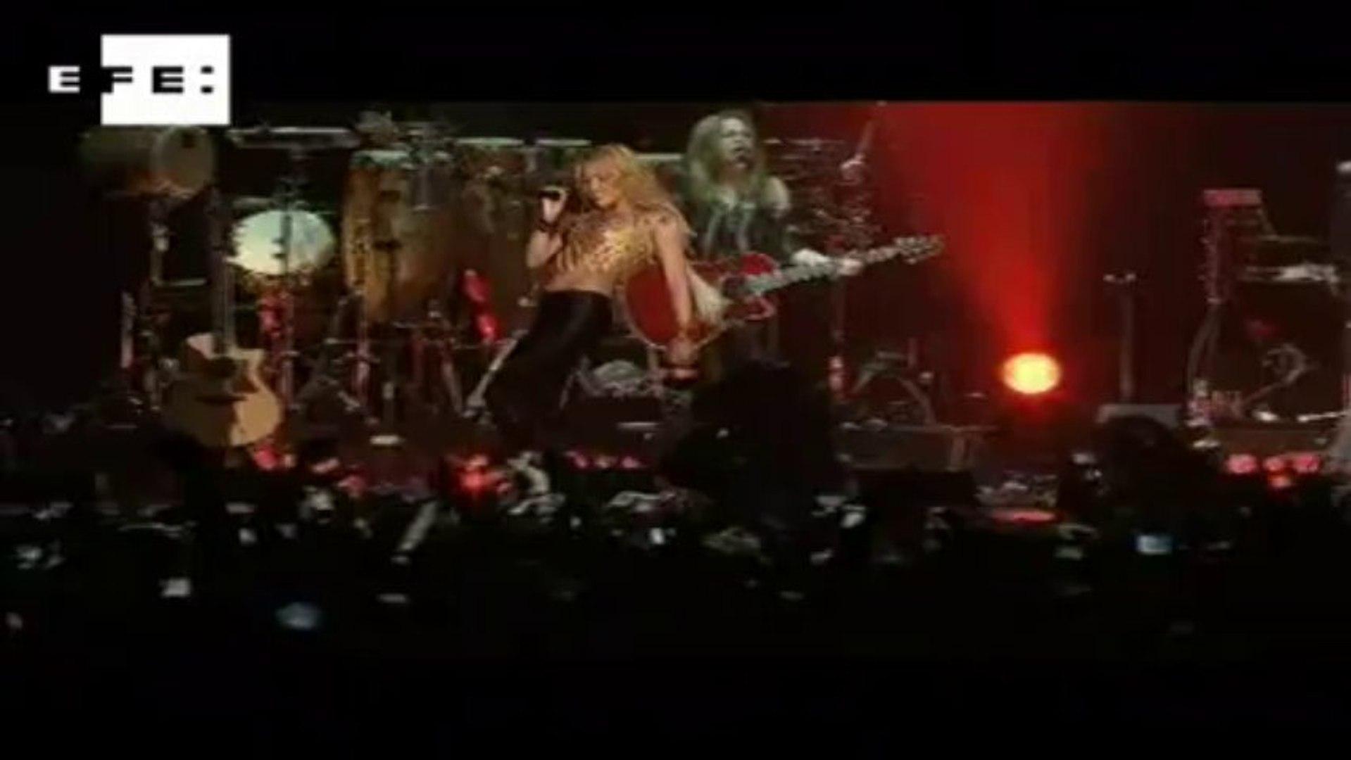 Prestes a chegar ao Brasil, Shakira diz que ainda não sabe se é boa cantora.
