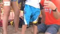 Crianças autistas praticam surfe como forma de motivação em Porto Rico.