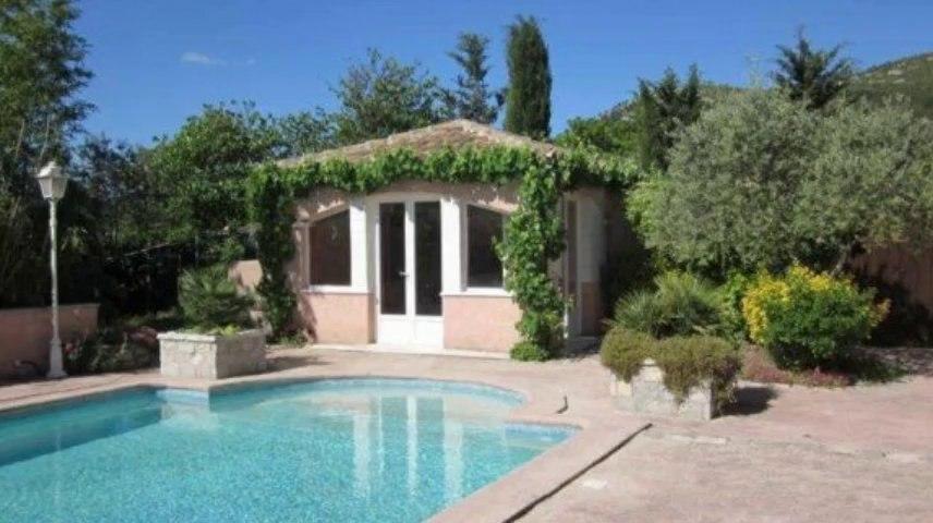 A vendre - Maison/villa - Cuges Les Pins (13780) - 5 pièces - 200m²