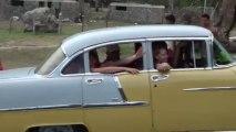 WWW.DANSACUBA.COM retour groupe SALSEROS de la plage en taxi americain CARNAVAL JUILLET 2013