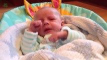 Bébés qui éternuent!  Trop mignon - Compilation de Bébés