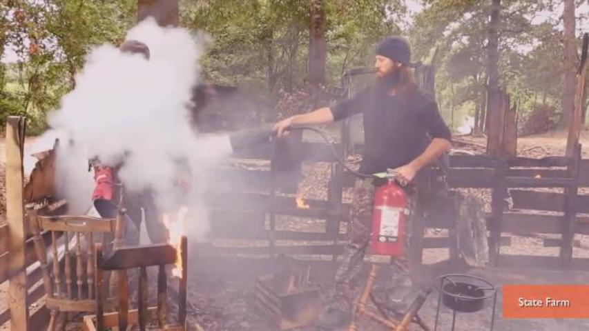 'Duck Dynasty' Stars Deep Fry Turkeys For State Farm