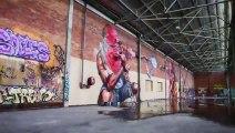 Des Graffeurs refont un entrepôt - graffitis de Malade!