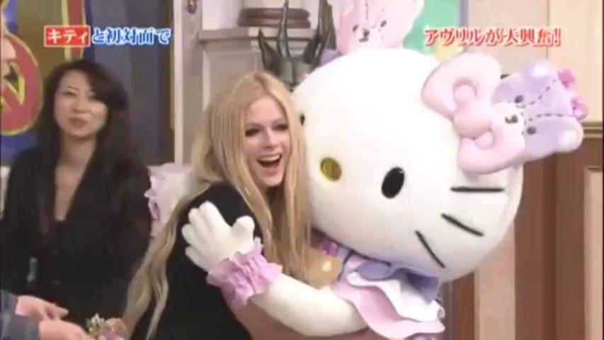 Avril Lavigne - Girlfriend + Rock N Roll + Intervista (Gyouretsu No Dekiru Houritsu Soudan Jo)