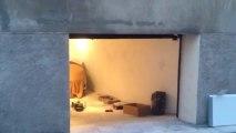 Porte de garage sectionnelle plafond G60 motorisée et posée par APG Accès Portes de Garage