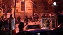 Ukraine: dozens injured in fierce clashes between protesters and police