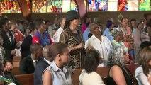 Du Cap à Soweto, l'Afrique du Sud prie pour Mandela