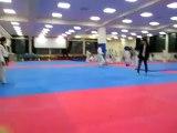 Un coup de pied à 1080° en Taekwondo... 3 tours en l'air!!