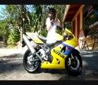 Figure de dingue avec moto surpuissante!