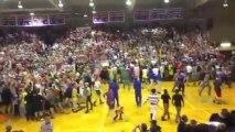 Coutumes bizarre de Taylor University : pas un bruit dans la foule!