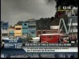 VIDEO: Fuertes explosiones se registran en incendio de La Victoria