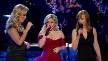 "Kelly Clarkson, Trisha Yearwood, Reba McEntire perform ""Silent Night"""
