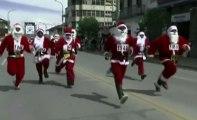 ZAPPING ACTU DU 24/12/2013 - Une course de Pères Noël au Pérou