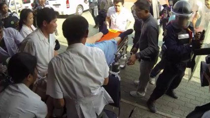 Bangkok (Thailand) 26:12:2013 ไทยผู้สื่อข่าวป้องกันหน่วยกู้ภัย