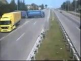 Incroyable mais Vrai !! sur une autoroute Italienne !! Humour