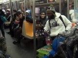 Ventriloque dans le métro