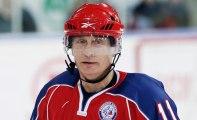 Vladimir Poutine s'essaie au hockey sur glace  - ZAPPING ACTU HEBDO DU 11/01/2014